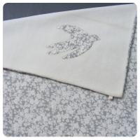 Couverture bébé Fleurs grises