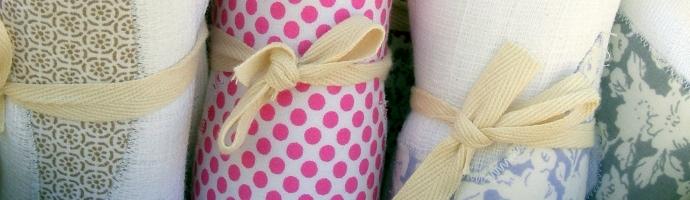 cadeau de naissance fait main beautiful bavoir cravate noire ponge turquoise pour bb chic. Black Bedroom Furniture Sets. Home Design Ideas